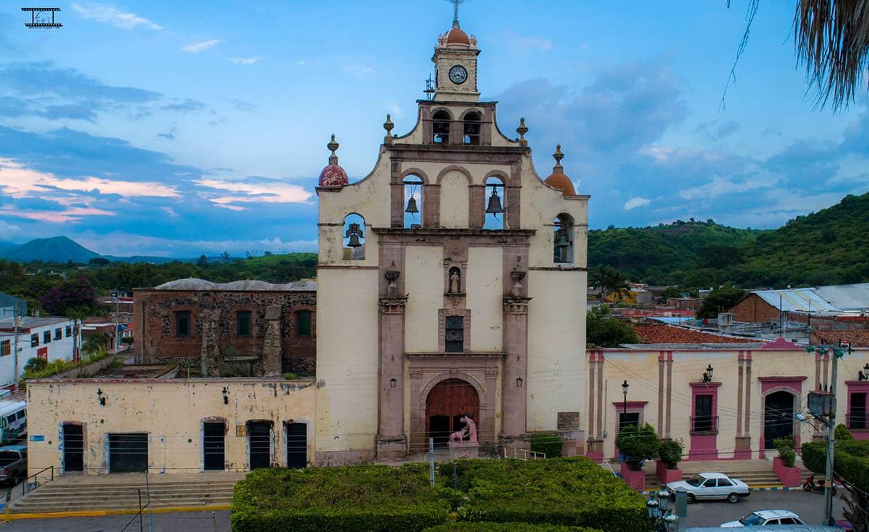 Fotografía del templo de Ahuacatlán