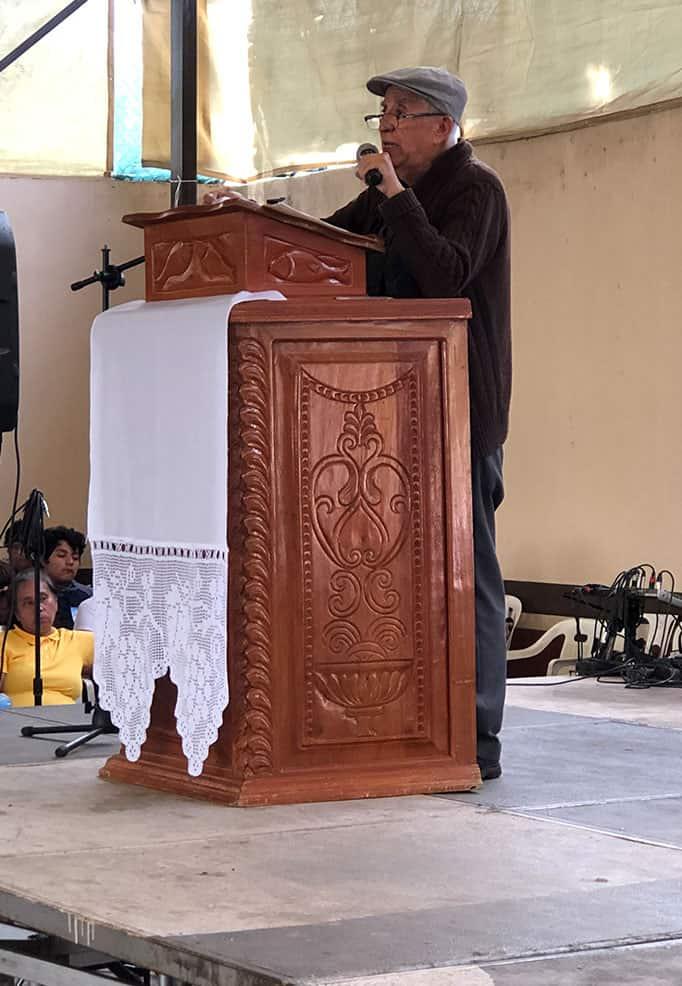 Padre Francisco Merlos Arroyo en su taller